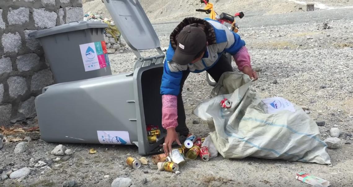 Clean Everest dechets poubelle
