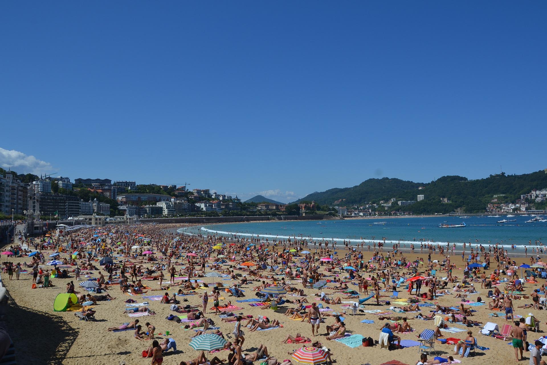 plage bondée