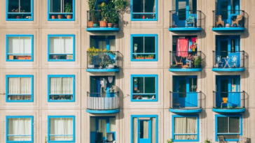 appartements voisins façade immeuble