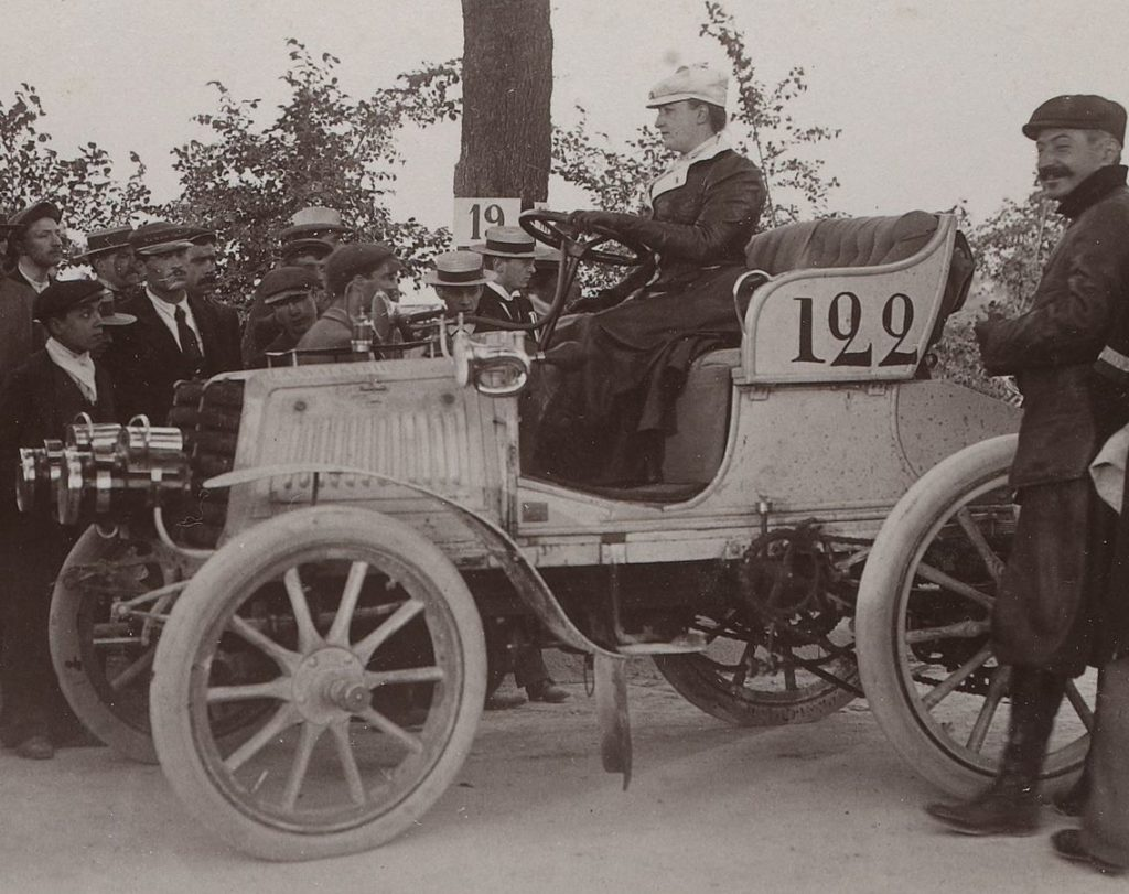 Camille du gast automobile course